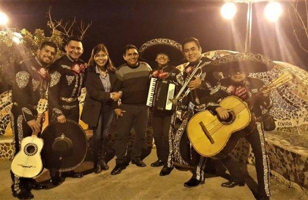 Mariachis en pueblo libre